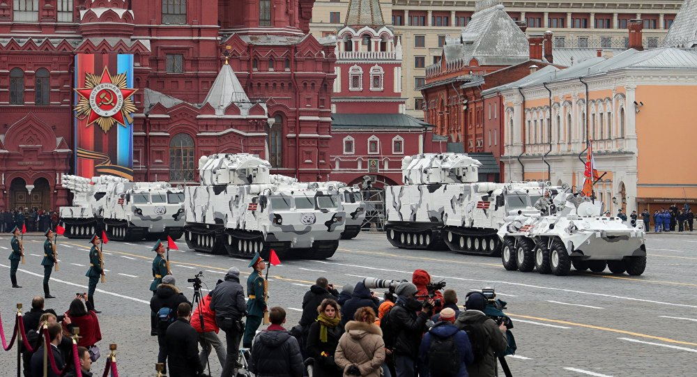 أسلحة القطب الشمالي الروسية أثناء العرض العسكري بمناسبة عيد النصر