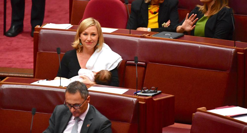 لاريسا وتيرس خلال عملية التصويت في البرلمان