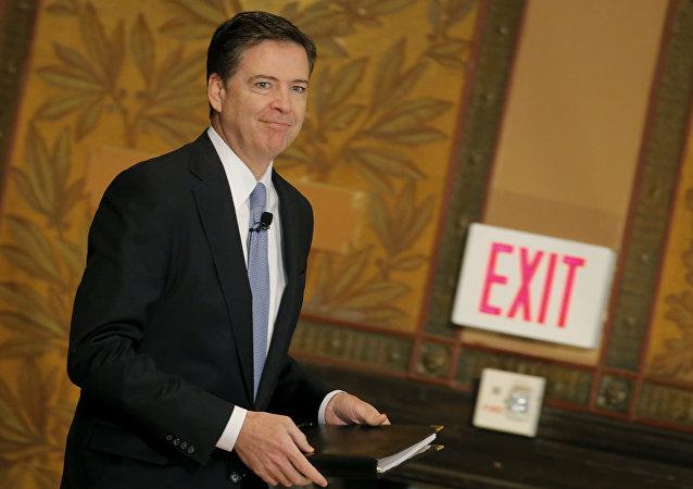 مدير مكتب التحقيقات الفيدرالي الأمريكي المقال جيمس كومي