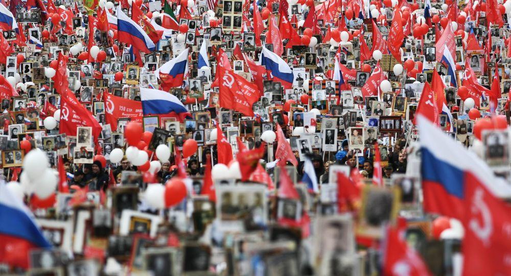 مسيرة الفوج الخالد في موسكو، حيث شارك فيها أكثر من 850 ألف شخصاً وفق معطيات الداخلية الروسية