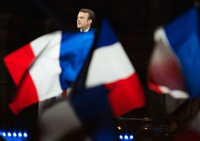 قائد حركة إلى الأمامّ إيمانويل ماكرون يفوز في الانتخابات الرئاسية الفرنسية