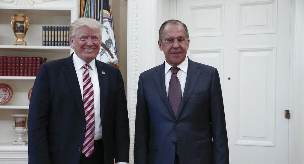 لقاء وزير الخارجية الروسي سيرغي لافروف والرئيس الأمريكي دونالد ترامب