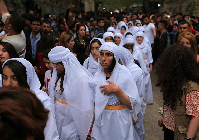 إيزيديون عراقيون يحضرون احتفالا للاحتفال بالسنة الإيزيدية الجديدة في معبد لاليش في دهوك