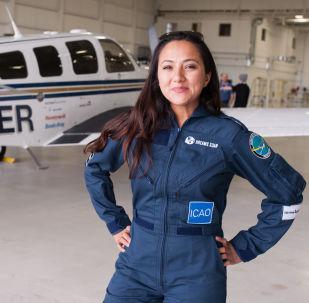 أول امرأة طيار في الطيران المدني في أفغانستان - شايستا وايز حاصلة على شهادة طيران من جامعة امبري-ريدل آيرونوتيكال (Embry-Riddle Aeronautical University) بعد وصولها مونتريال، كندا 15 مايو/ آيار 2017