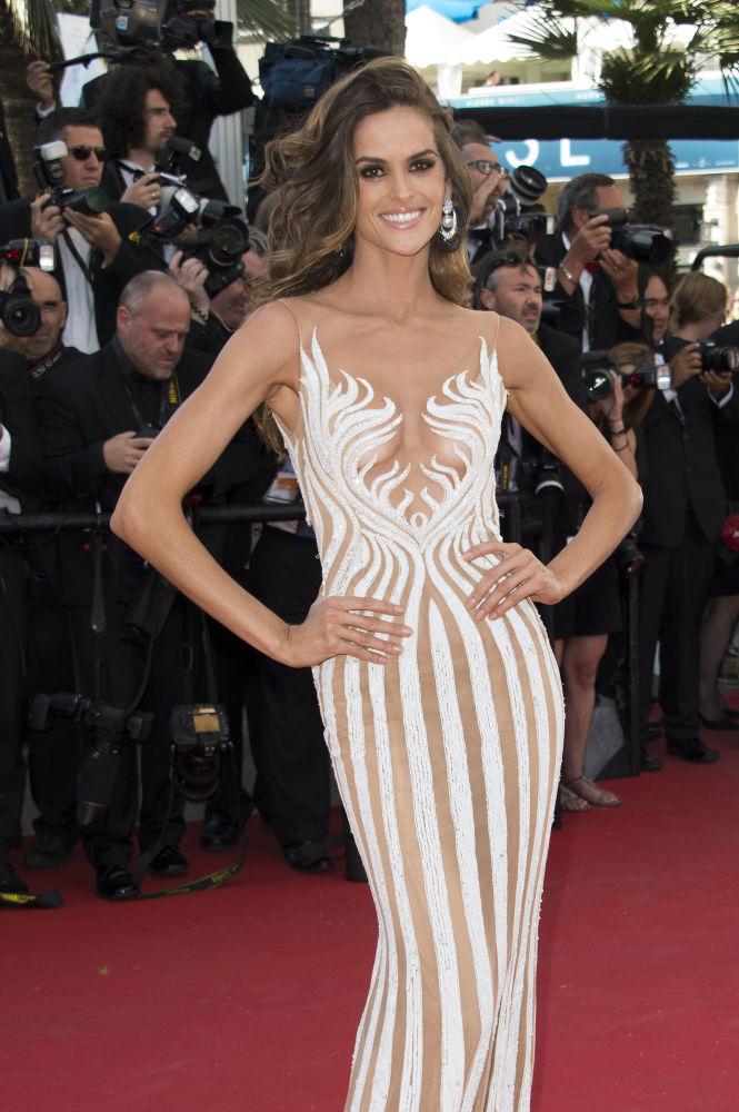 عارضة أزياء إزابيل غولار في مهرجان كان السينمائي