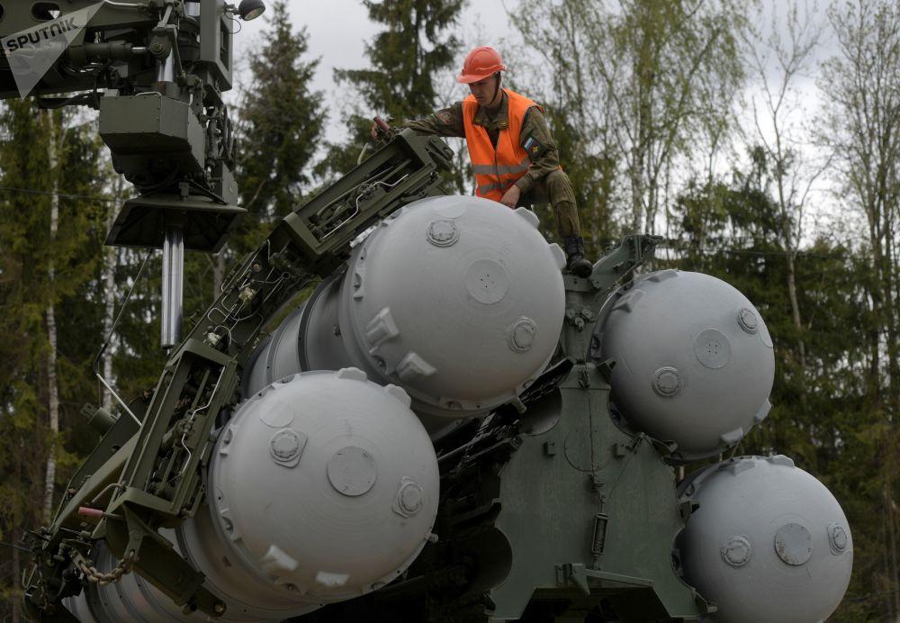 عملية تفقد وشحن منظوم اس-400 (تريومف)