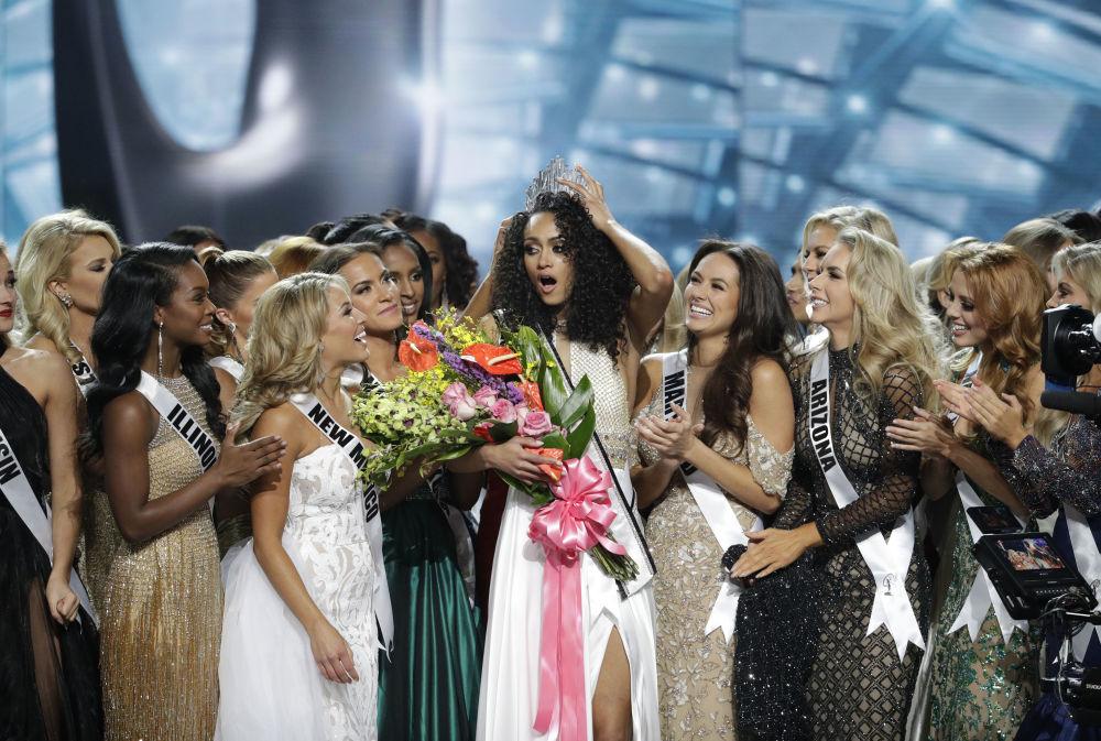 كارا ماكالاو تتوج بلقب ملكة جمال الولايات المتحدة لعام 2017