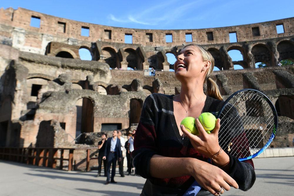 لاعبة تنس الروسية ماريا شارابوفا في المردج الروماني كاليزيه في روما، وذلك خلال جلسة تصوير، في إيطاليا 14 مايو/ آيار 2017
