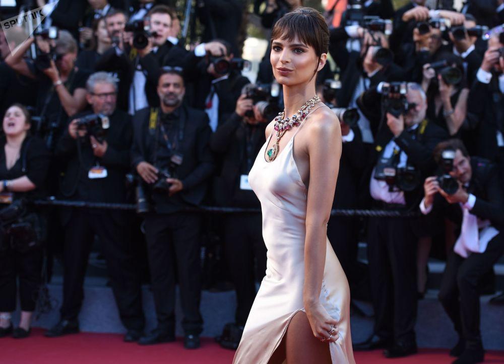افتتاح مراسم الاحتفال الـ 70 بمهرجان كان السينمائي - عارضة أزياء إيميلي راتاكوفسكي
