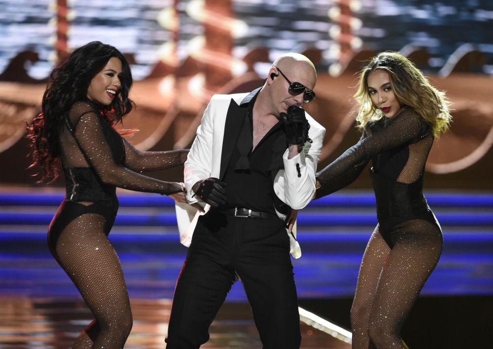 المغني بيتبول (Pitbull ) خلال مسابقة ملكة جمال للولايات المتحدة لعام 2017