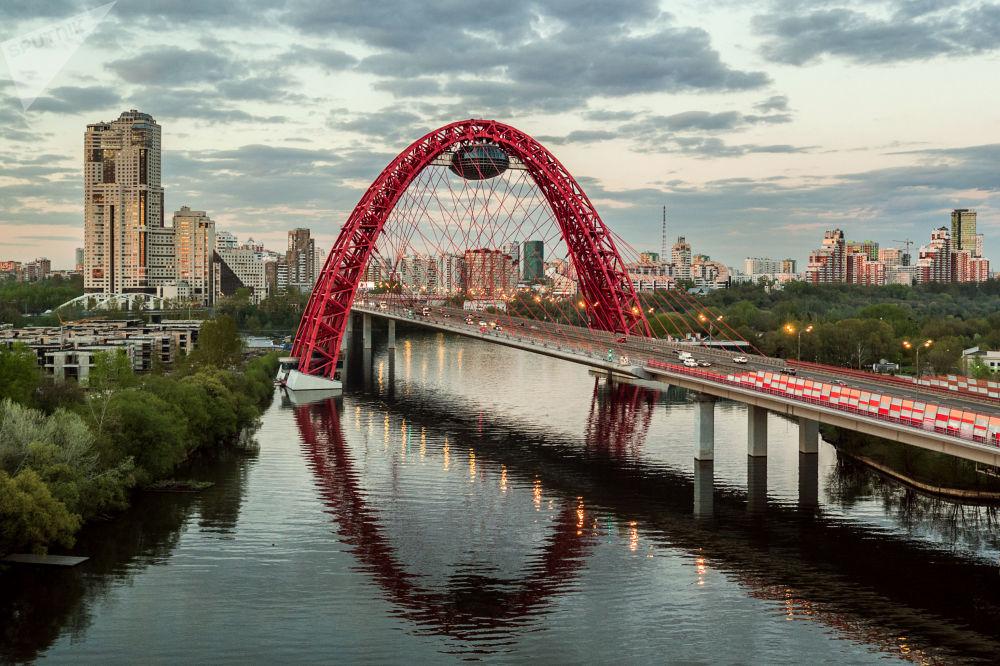 جسر جيفوبيسني في شمال غرب موسكو