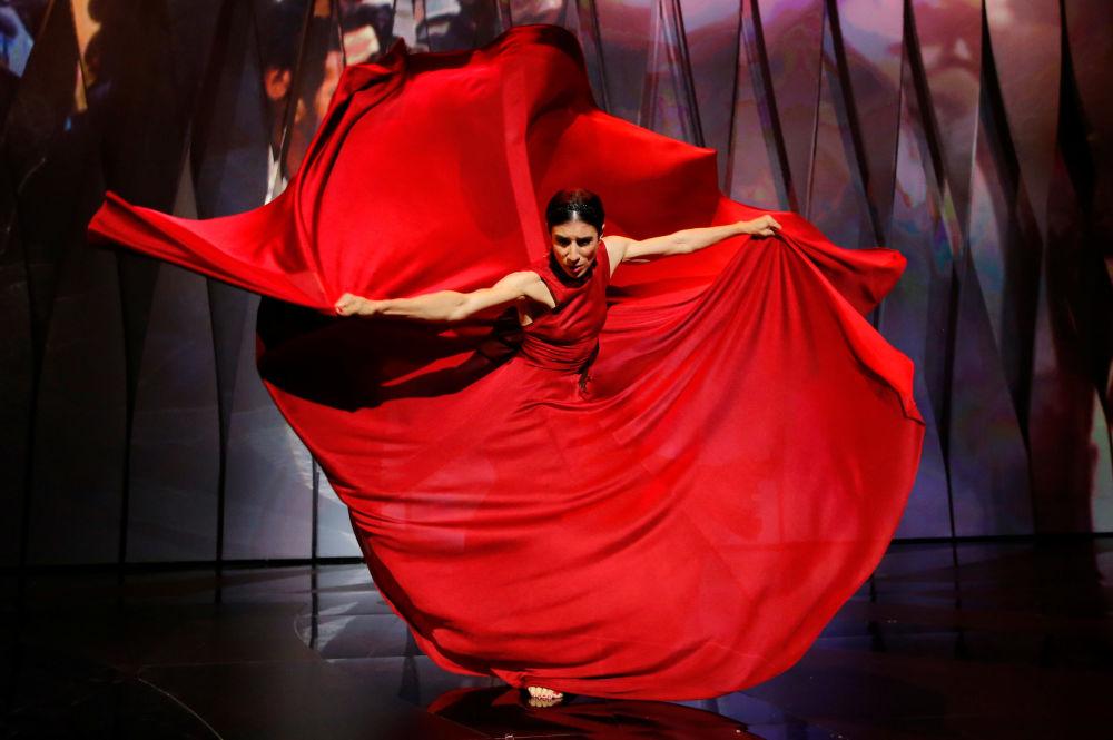 الراقصة الإسبانية لانكا لي خلال مراسم افتتاح الحفل الـ 70 لمهرجان كان السينمائي، فرنسا 17 مايو/ آيار 2017