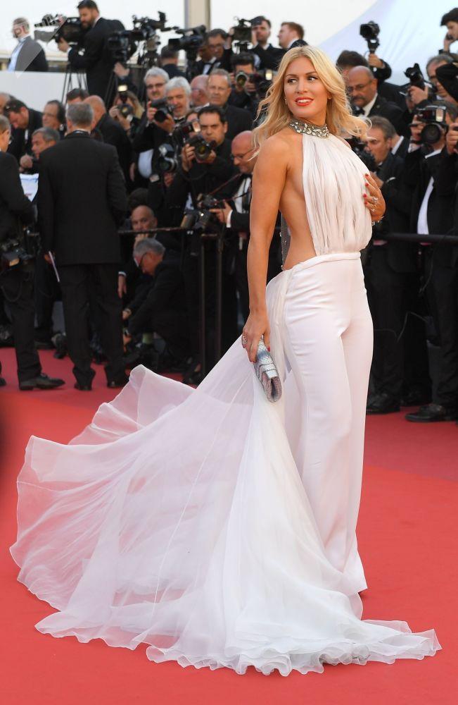 مقدمة برامج وعارضة أزياء وممثلة  - خوفيت غولان خلال مراسم افتتاح الحفل الـ 70 لمهرجان كان السينمائي، فرنسا 17 مايو/ آيار 2017