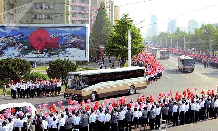 كوريون شماليون خرجوا للشوارع من أجل تحية العلماء