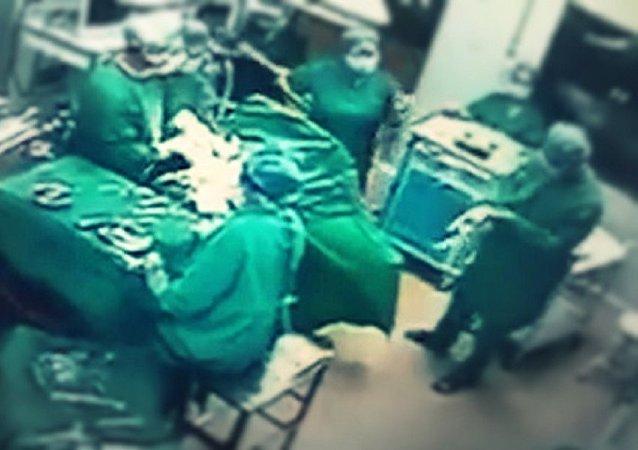 مشاجرة بين طبيب وممرضة