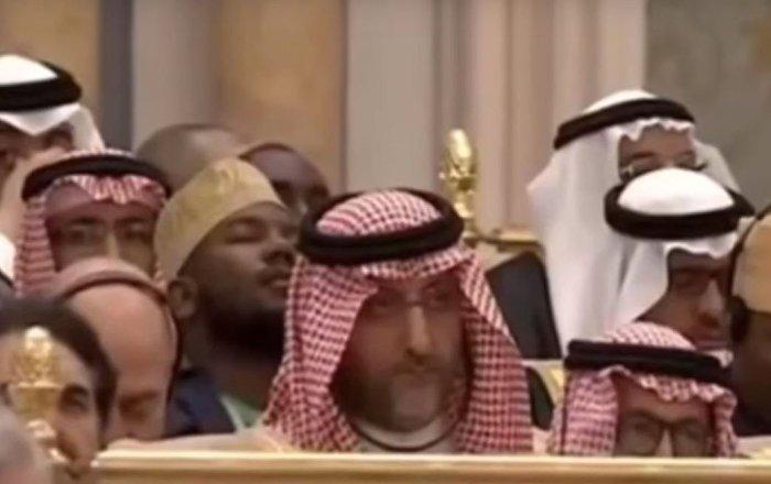 عدد من الحضور ينامون خلال كلمة ترامب في قمة الرياض