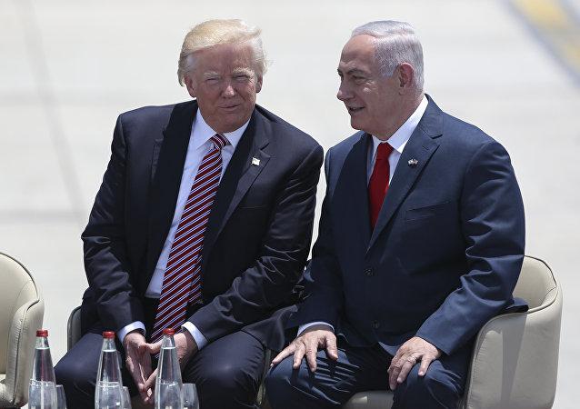 الرئيس دونالد ترامب ورئيس الوزراء الإسرائيلي بنيامين نتنياهو في تل أبيب، 22 مايو/ آيار 2017