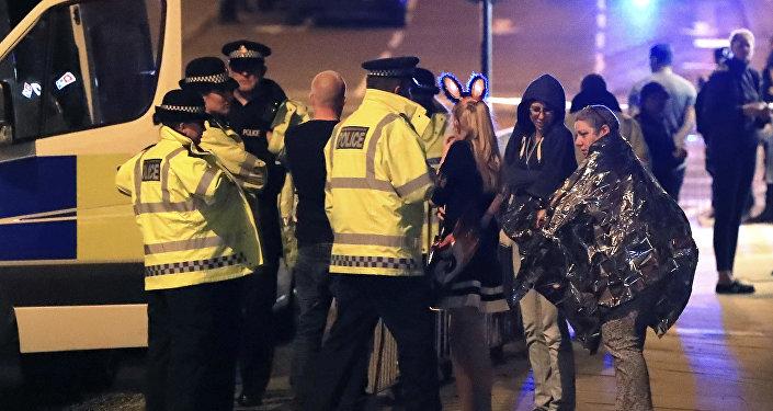موظفو خدمات الطوارئ في مانشستر بعد التفجير