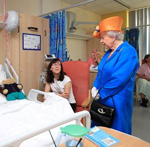 الملكة إليزابيث تزور جرحى هجوم مانشستر