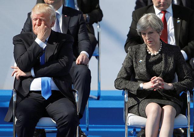 ترامب وتريزا ماي يبدو عليهما التأثر في قمة الناتو