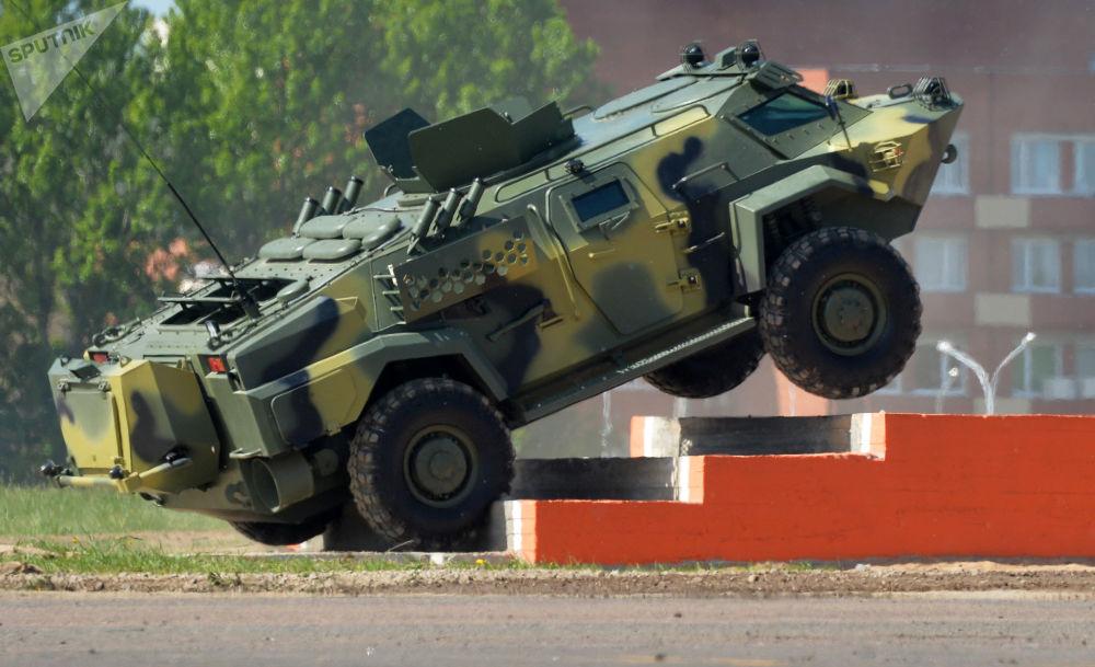 المدرعة العسكرية كايمان خلال المعرض الدولي MILEX-2017 في مينسك