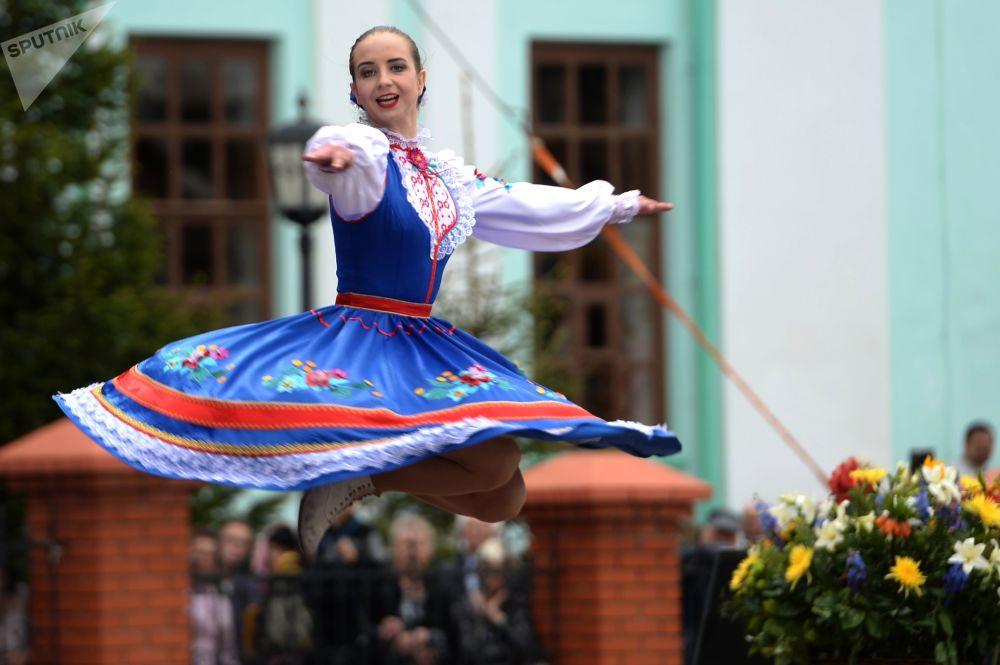 أحد المشاركات في مهرجان كارافان الروسي في قرية روسكوي نيكولسكوي بحي لايشيفسكي، تتارستان