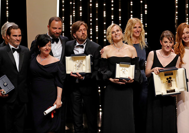 بعض الفائزين بجوائز كان