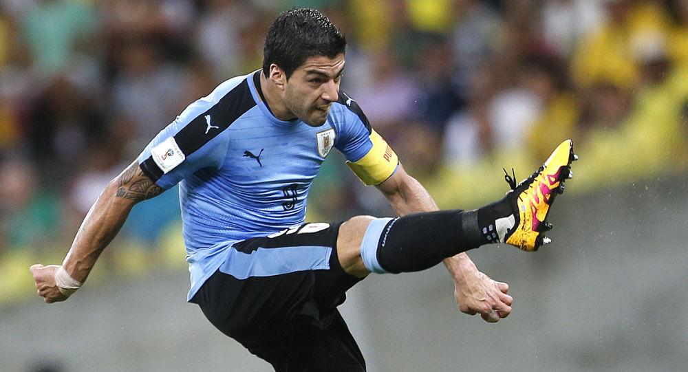 لويس سواريز يلعب في فريق برشلونة