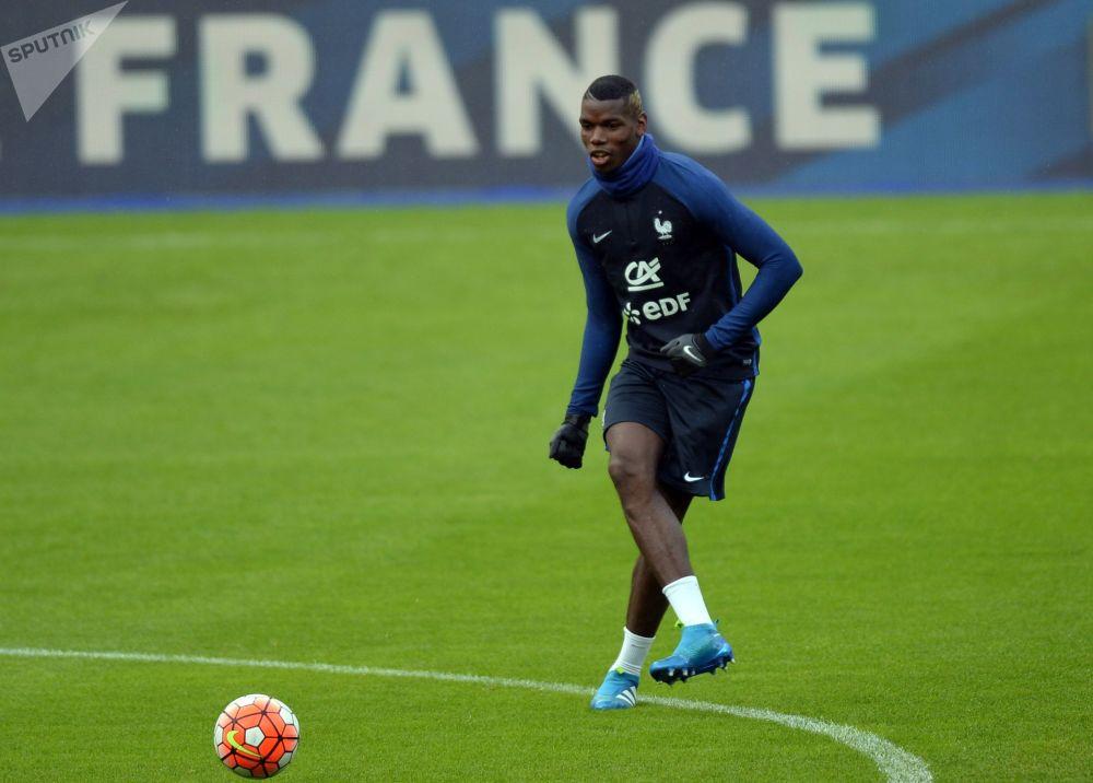لاعب فريق كرة القدم الفرنسي بول بوغبا
