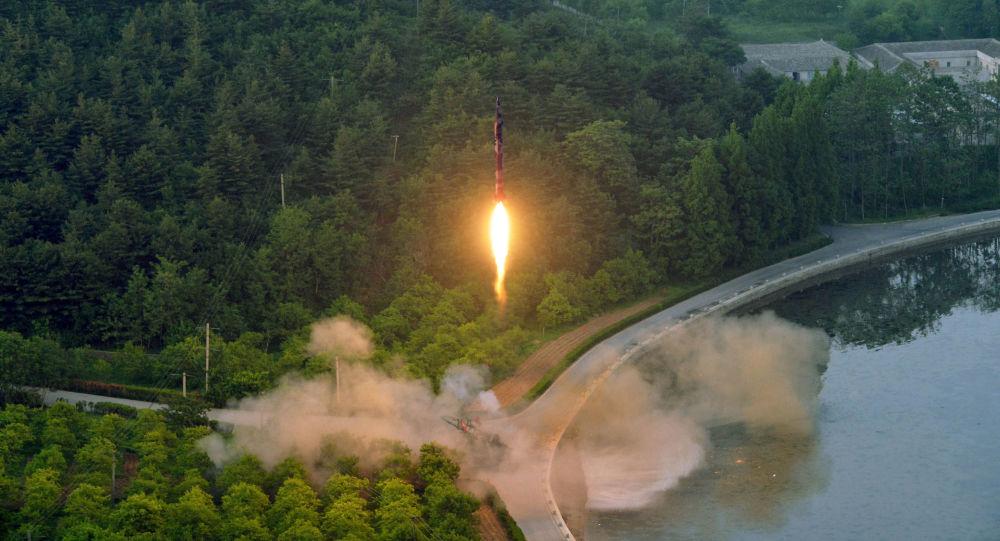 أكدت وكالة الأنباء الكورية الشمالية (كونا) اليوم الثلاثاء أن بيونغ يانغ أكدت أن إطلاق صاروخ باليستي كان ناجحًا، وذلك بعد يوم واحد من سقوط قذيفة في المياه القريبة من اليابان