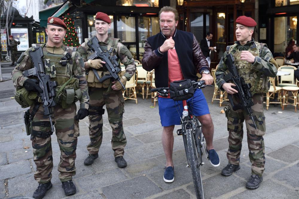 الممثل الأمريكي وحاكم كاليفورنيا أرنولد شوارتزنيغر في باريس، فرنسا 6 ديسمبر/ كانون الأول 2015