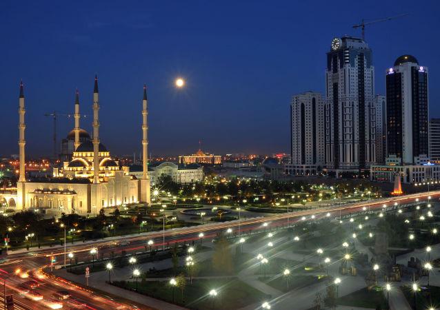 مشهد يطل لمسجد أحمد قاديروف (قلب الشيشان) ولناطحات سحاب غروزني سيتي في مدينة غروزني