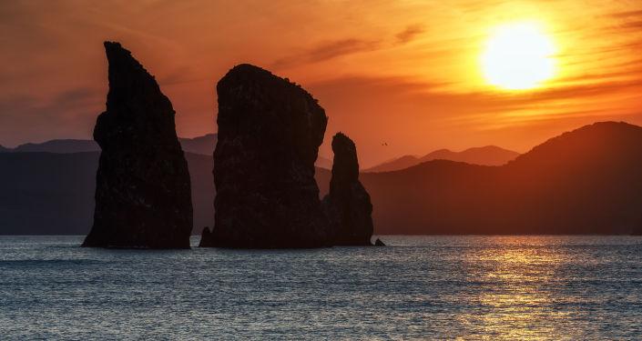 خليج أفاتشينسكايا أثناء غروب الشمس في شبه جزيرة كامتشاتكا