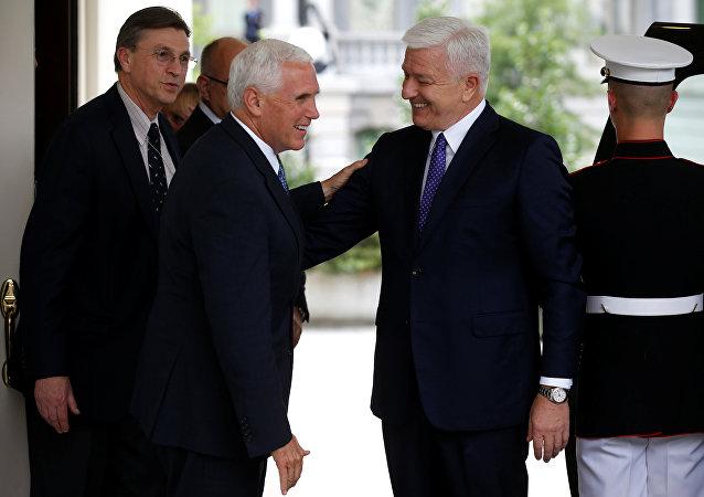 نائب الرئيس الأمريكي يستقبل رئيس وزراء الجبل الأسود