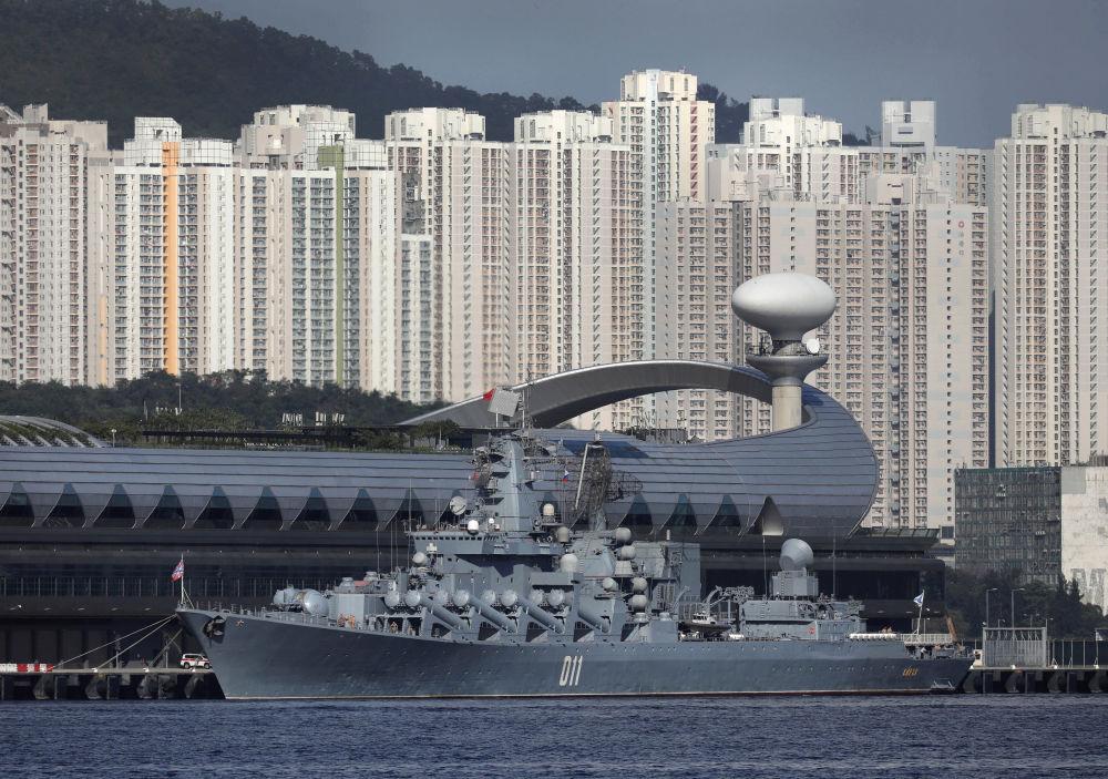 الطراد الصاروخي الروسي فارياغ فيصل ميناء هونغ كونغ، الصين 5 يونيو/ حزيران 2017