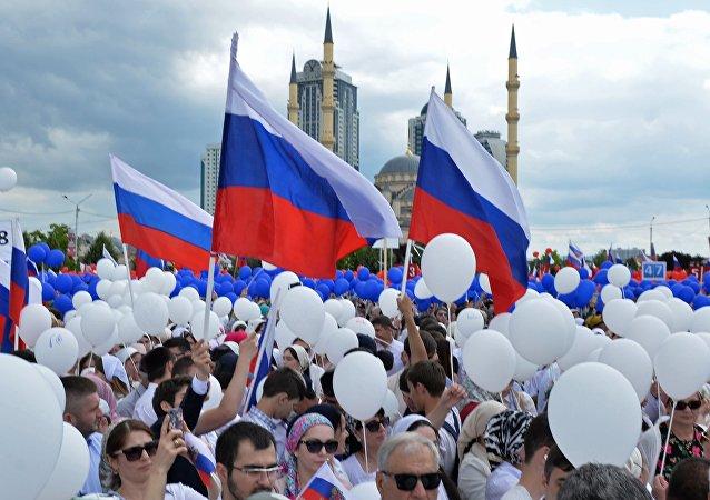 أكثر من ربع مليون شخص يشاركون في الاحتفالات بيوم روسيا وسط موسكو