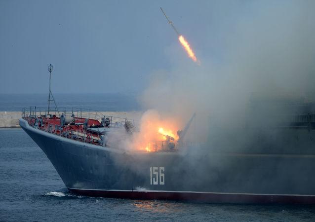 استعدادات لإقامة عرض عسكري احتفالا بيوم القوات البحرية الروسية في سيفاستوبول