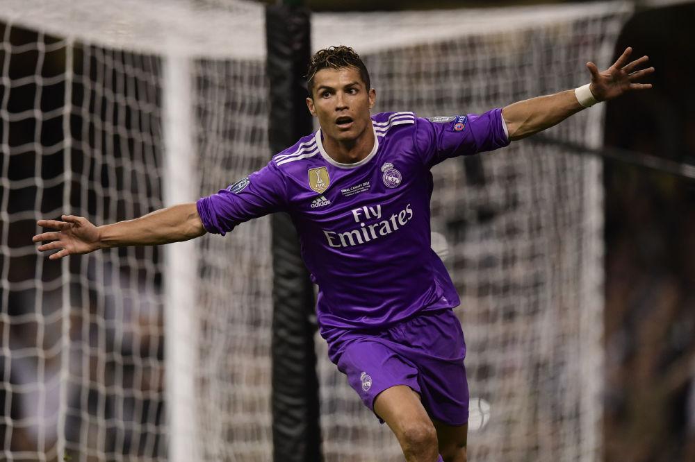 لاعب كرة القدم البرتغالي كريستيانو رونالدو، ولاعب في نادي ريال مدريد
