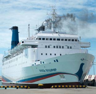 سفينة الركاب كنياز فلاديمير (الأمير فلاديمير) في ميناء سوتشي، روسيا