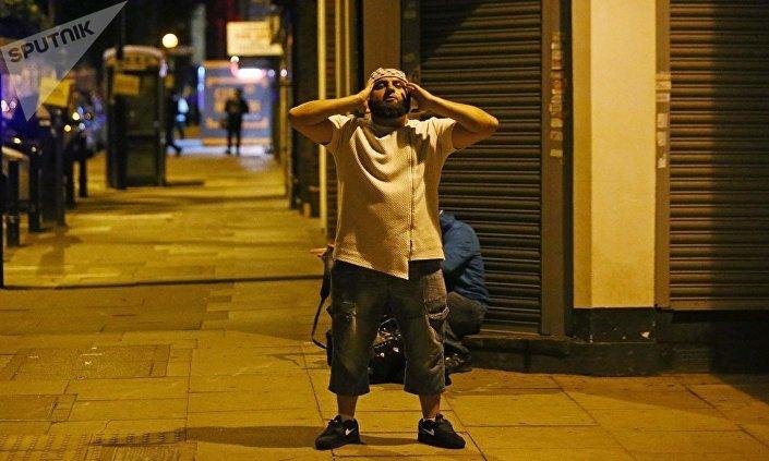 ملسم يكبر أثناء صلاة التراويح لحظة هجوم لندن