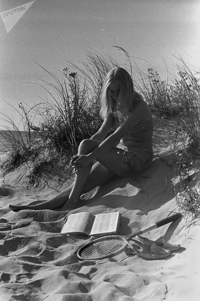 فتاة على ساحل ريغا