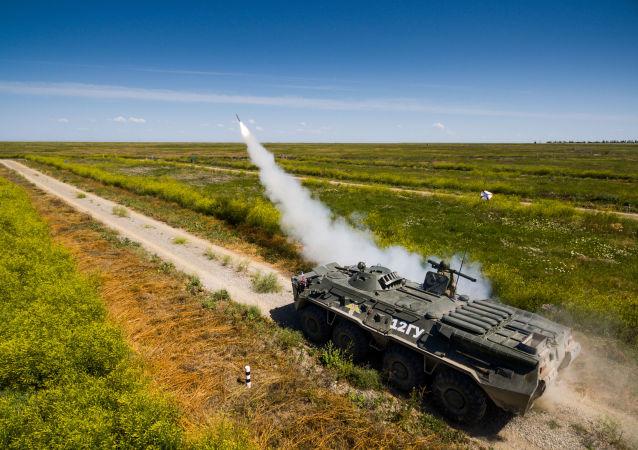 إطلاق صاروخ إيغلا المضاد للأهداف الجوية