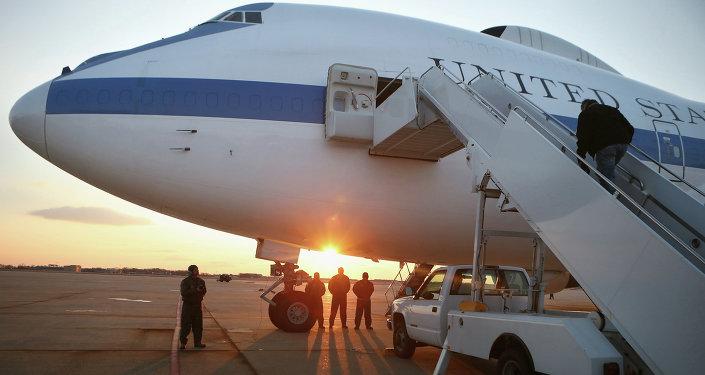 طائرة E-4B