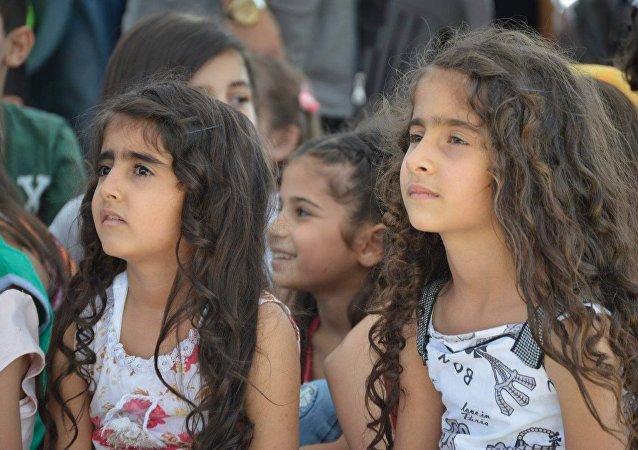 أبناء الشهداء يحتفلون بالعيد في اللاذقية