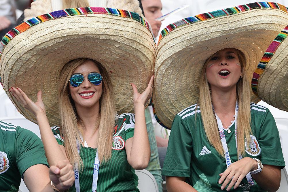 كأس القارات 2017 - مشجعات مكسيكيات خلال مباراة البرتغال ضد المكسيك