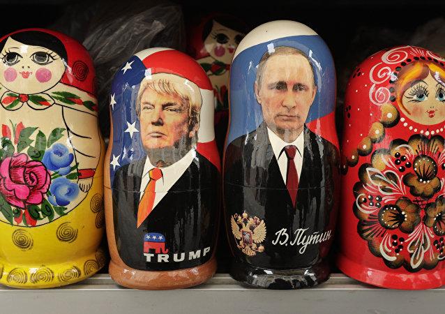 عرائس ماتريوشكا الروسية - فلاديمير بوتين و دونالد ترامب
