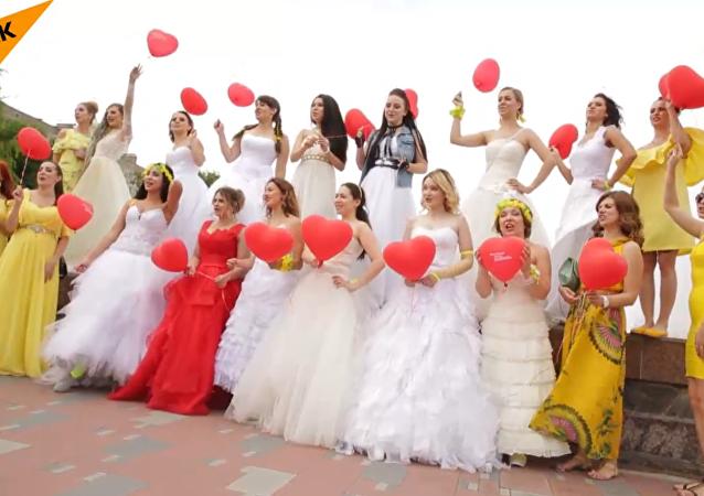 ماراثون العرائس في روسيا ينتهي بسرقة العريس!