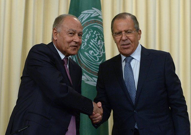 سيرغي لافروف خلال مؤتمر صحفي مشترك مع الأمين العام لجامعة الدول العربية، أحمد أبو الغيط في موسكو (5 يوليو/تيمزو 2017)