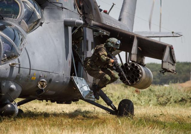 مناورات في كراسنودارسكي كراي، روسيا - إنزال القوات الخاصة الروسية من المروحيات مي-35ام
