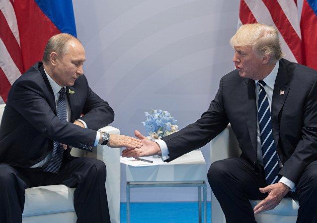 قمة مجموعة العشرين في هامبورغ، ألمانيا -  الرئيس الروسي فلاديمير بوتين يلتقي بالرئيس الأمريكي دونالد ترامب، 7 يوليو/ تموز 2017